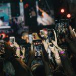 Steht uns der digitale Burnout bevor? Handys beim Konzert