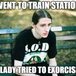 "Das ""First World Metal Problems"" Meme mit der Beschriftung: Went to train station / Old lady tried to Exorcise me"