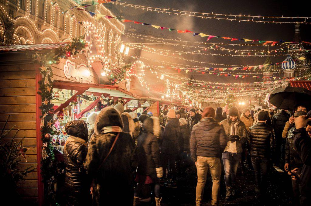 Bild vom Weihnachtsmarkt im dunkeln