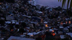 """Blick von der Favela """"Vidigal"""" auf den Strand von Ipanema"""