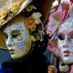 Masken und Kostüme für Karneval