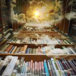 Himmel mit Bücherregalen