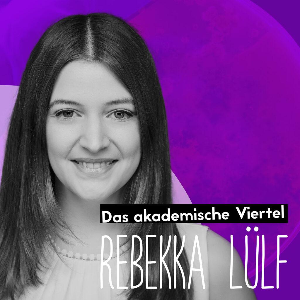 Ein Portrait von Rebekka Lülf vor einem lilanen Hintergrund