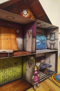 Ein dreidimensionaler Spielplan eines Escape-Room-Spiels.