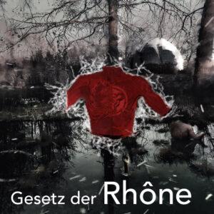 Ein Sumpf, im Vordergrund eine rote Zeichnung eines menschlichen Torso mit einem Mal auf derr Brust